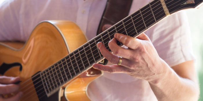 paul-wedding-guitar-3